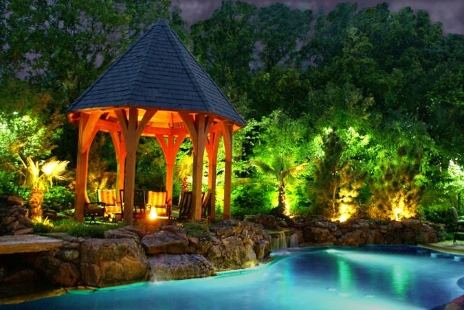 Вечерняя подсветка сада